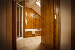 Apple Loft Cottage luxury bathroom with sunken bath.