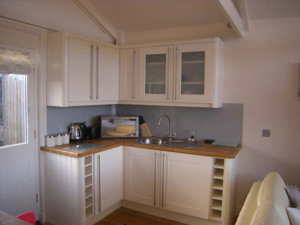 small flat screen tv for kitchen reface depot the boatshed - self catering holidays boscastle, north ...