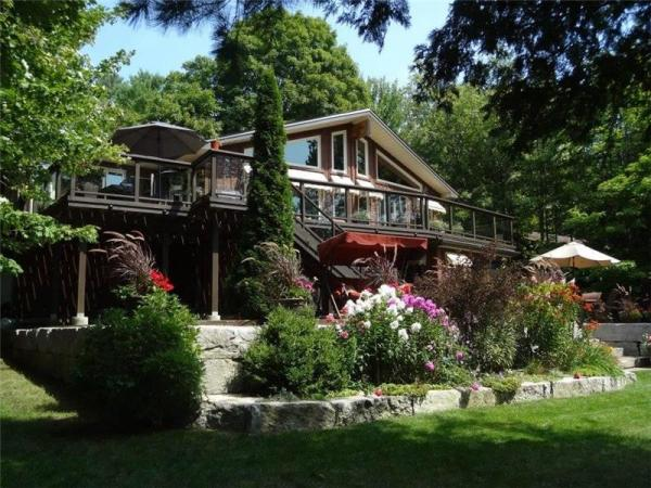 Chandos Lake 111' Waterfront - Apsley Cottage for Sale ...