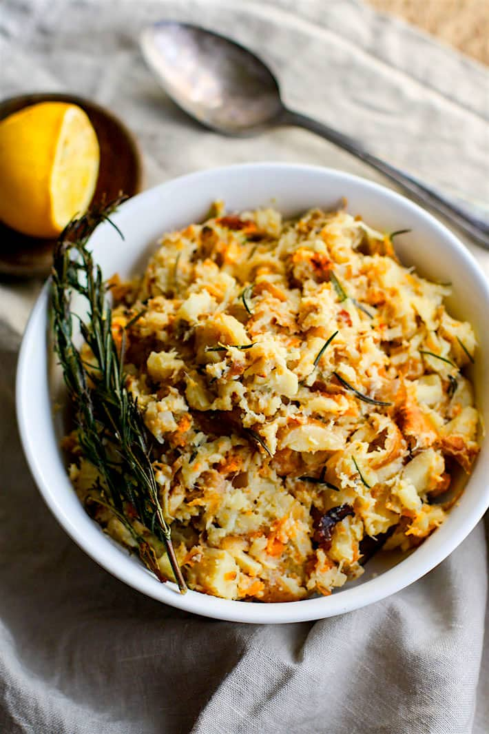 Crock Pot Rosemary Carrot Parsnip Mash. A healthy paleo gluten free side dish for your holiday table! Made simple and easy in the crock pot with real ingredients you have in your pantry! No stress and no mess. Vegan friendly. @cottercrunch