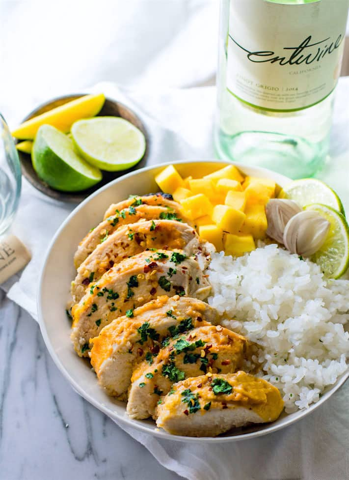 Gluten Free Chili-Lime Mango Marinated Chicken Bowl recipe. This tropical fruit and white wine Marinated Chicken recipe is super easy to make, healthy, dairy free, and delicious! @entwinewines