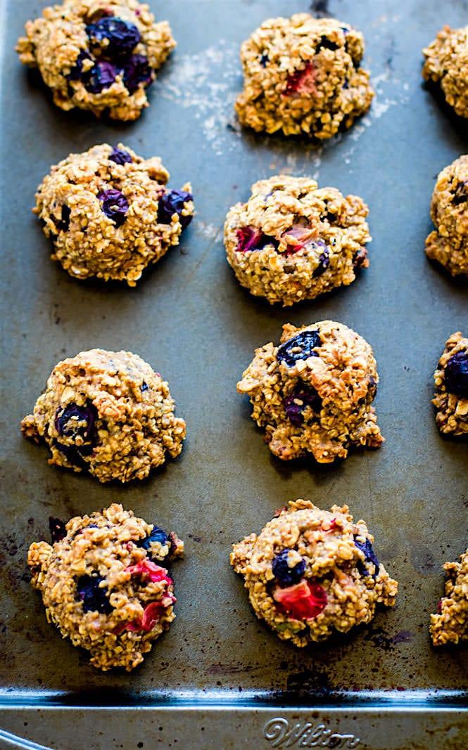one-bowl-gluten-free-berry-oatmeal-breakfast-cookies-recipe