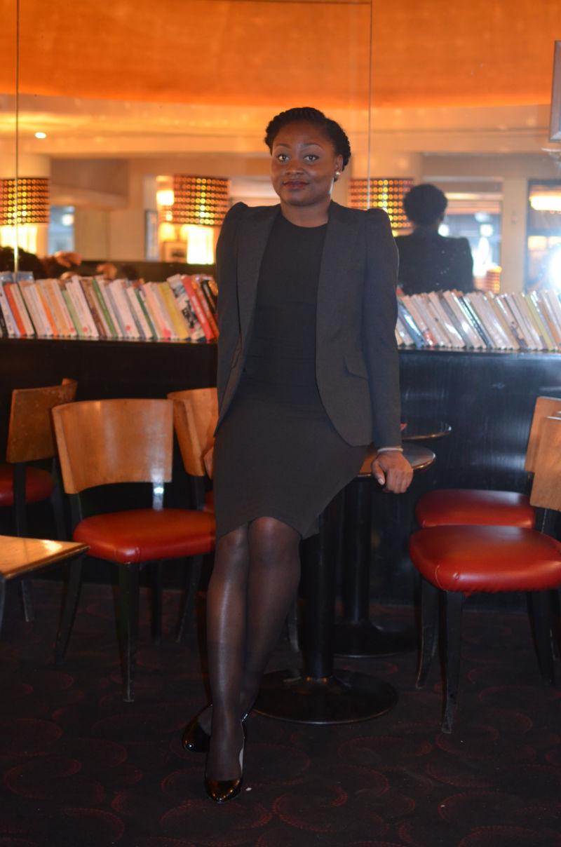 Mymou habillée pour un entretien