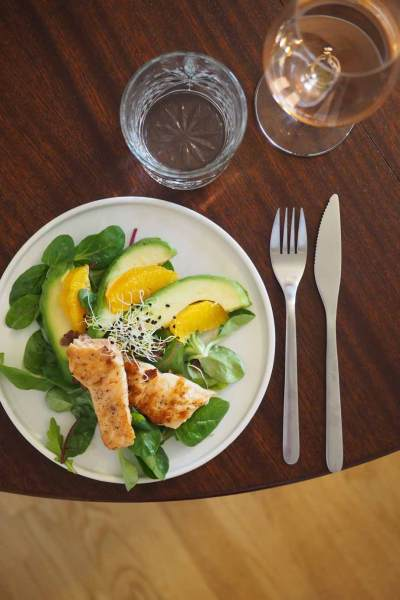 Salat_mit_Orange_avocado_Lachs_und_Rosevinaigrette13_kl