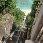 Le petit train qui amène à la plage du Karma Kandara