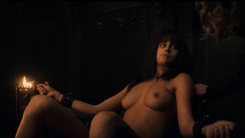 Anya Chalotra nue - Yennefer de Vengerberg - Witcher Netflix 02