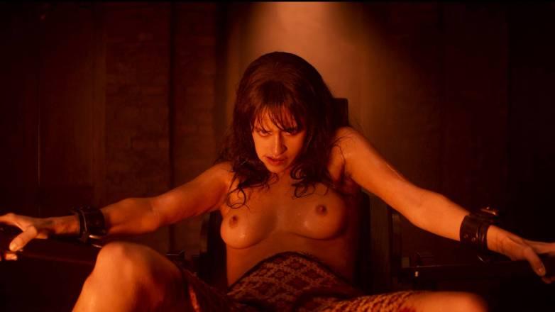 Anya Chalotra nue - Yennefer de Vengerberg - Witcher Netflix 03