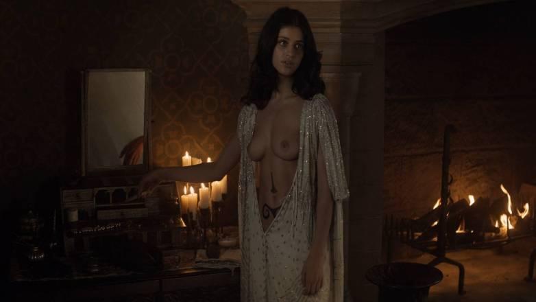 Anya Chalotra nue - Yennefer de Vengerberg - Witcher Netflix 07