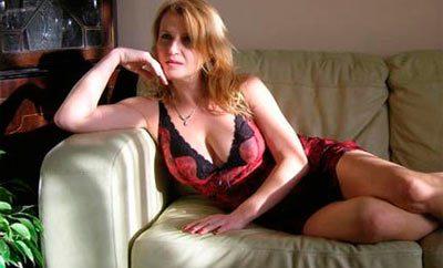 Sexy cougar seduction