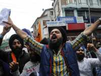 June-05, 2015- JK TRIBUNE : All India Sikh Students Federation, Kashmir wing  shouts slogan against yesterday killing of a Sikh youth in allegedly police firing  and over a dozen others injured in Jammu when police removal of posters of Sikh leader Jarnail Singh Bhindranwala, in Srinagar on Friday. Tribune Photo/Mohd Amin War