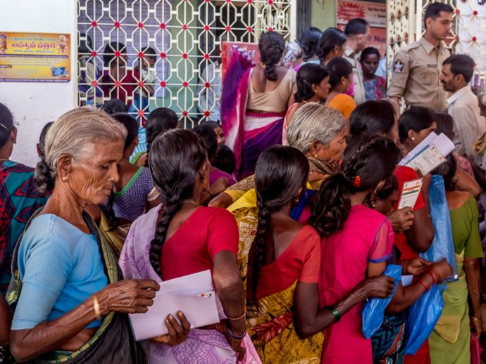 The long and winding lines at the State Bank of India in Tadimarri – many agricultural labourers here can't afford to wait in the long queues instead of looking for work; many don't even have bank accounts
