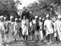 Will A Gandhi Like Figure Emerge To Fight Demonetisation?