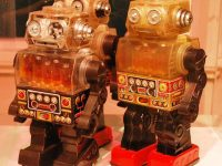 Toy robots on display at the Museo del Objeto del Objeto in Mexico City (Image by AlejandroLinaresGarcia, Wikimedia Commons)