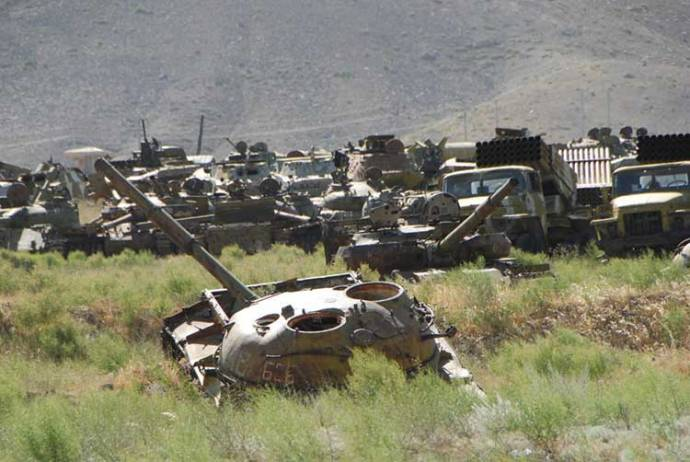Afghanistan Soviet-tanks-cemetery
