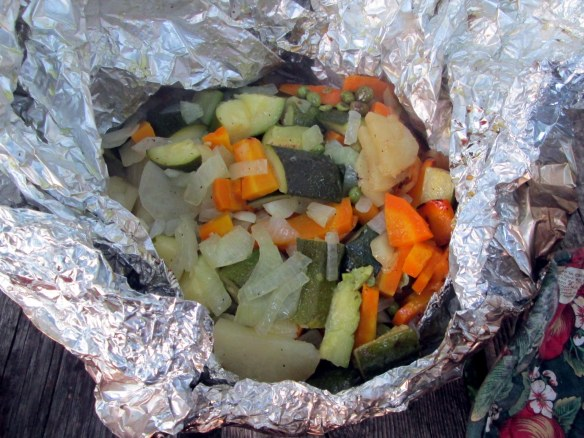 Camping cuisine: Veggie foil pack