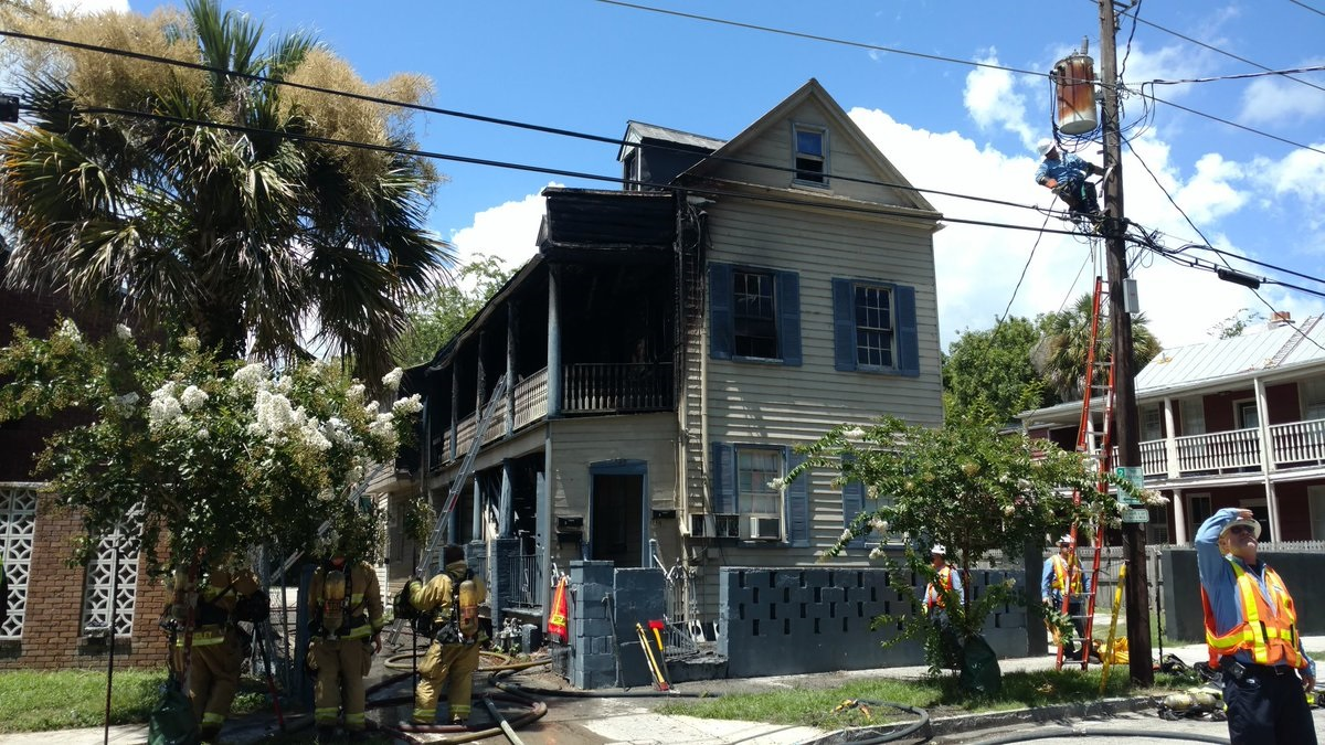 Charleston Fire respond to structure fire in downtown Charleston_377799