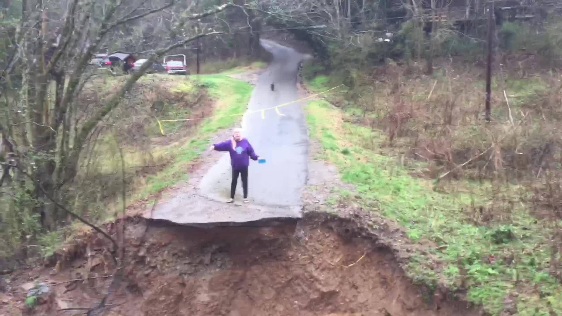 People_Stranded_After_Flooding_7_20190223184509-118809318