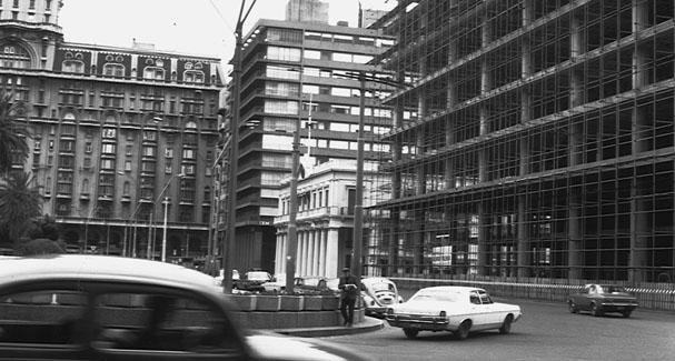 Image result for plaza independencia montevideo palacio de justicia