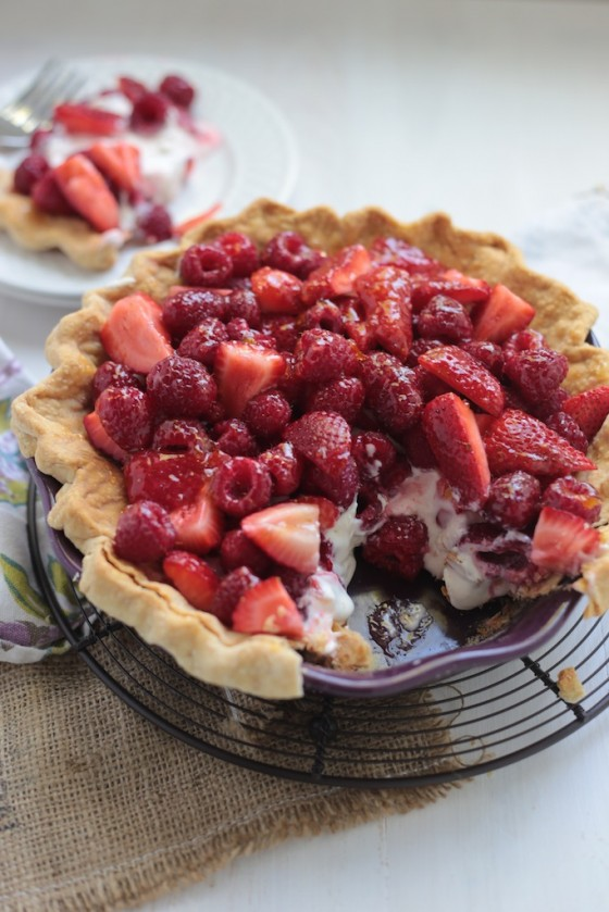 No Bake Sour Cream Berry Pie - www.countrycleaver.com
