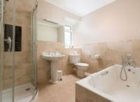 Self-catering holiday cottages with ensuite bathroom or ...