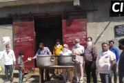 लुधियाना  / एक नूर सेवा केंद्र की तरफ से जरूरतमंदों को मिला खाना, दुर्गा माता मंदिर के सभी सदस्य रहे मौजूद