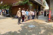 लुधियाना /कांग्रेसी नेता महेंद्र सिंह ढंडारी-कांग्रेसी नेता दर्शन सिंह मान अपने साथियों के साथ वार्ड 28 में जायजा लेने पहुचे