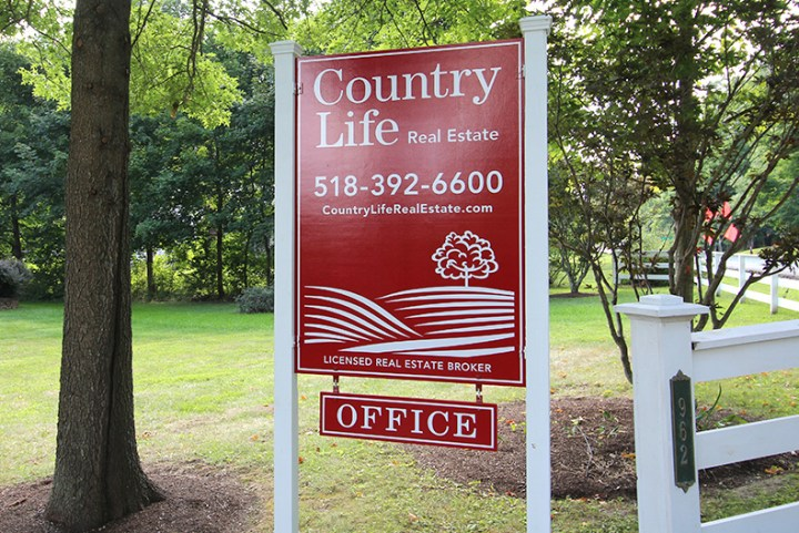 Country Life Realty sign