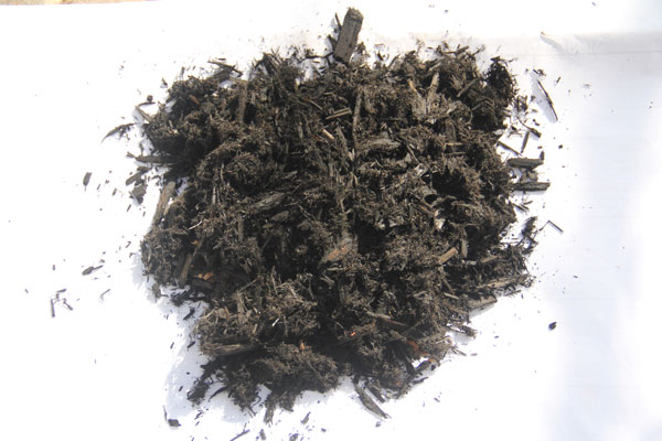Bulk Black Dyed Hardwood Mulch sample