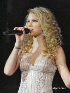 Rumor about Taylor; 2008 CMA Award Wrap-up