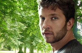 """Brett Eldredge touches our hearts with """"Raymond"""""""