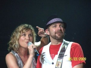 Sugarland to continue highly successful The Incredible Machine Tour