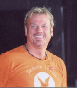 Phil Vassar joined by Little Big Town for benefit show in Lynchburg, Va.