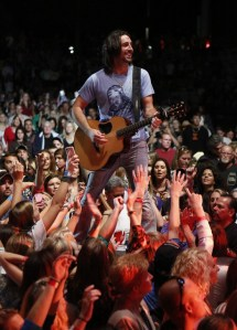 Jake Owen's sold-out concert raises $125,000 for children's charities
