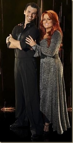 xwynonna-judd-and-tony-dovolani_jpg_pagespeed_ic_WupmBUrPG7