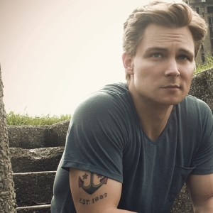 Frankie Ballard shines with first No. 1 smash going Gold