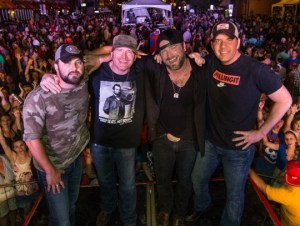 More than 10,000 fans attend Rodney Adkins' 4th annual Music Gives Back