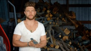 Chris Lane debuts new music video for top-selling breakout single, Broken Windshield View