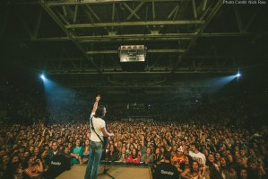 Jake Owen brings the beach to over 15,000 fans with sold-out headlining shows