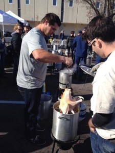 Tracy Lawrence joins Nashville Rescue Mission for annual turkey fry