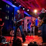 Chris Young surprises fans with Major League Baseball Fan Cave Concert