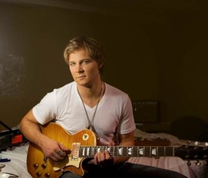 Frankie Ballard provides tune for new film, Hot Pursuit