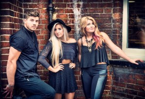 """The Cains Release New Single, """"Knock Knock"""" to Country Radio"""