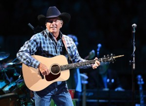 """Artistry and Songwriting Spotlighted at First of Two September """"Strait to Vegas"""" Shows"""