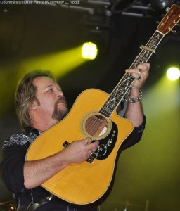 Travis Tritt new album, A Man and His Guitar:  Live From the Franklin Theater, available Nov. 18, 2016