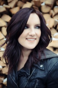 Brandy Clark Closes 2016 Acoustic Tour on a High Note