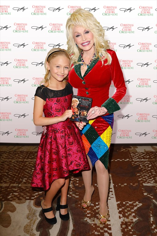 Nbc Christmas Of Many Colors.Nbc To Re Air Dolly Parton S Christmas Of Many Colors