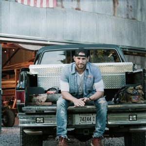 """Chase Rice's Upcoming """"Pub Shows"""" Reminiscent of Early Dive Bar Days"""