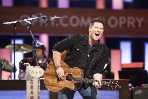 """Adam Craig delivers """"Just A Phase"""" to country radio"""