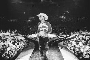 """Tune In:  Dustin Lynch takes """"Small Town Boy"""" to Jimmy Kimmel Live!"""
