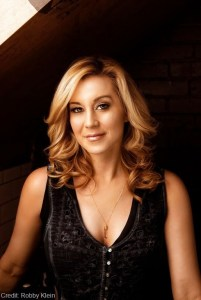 "Kellie Pickler joins Nickelodeon's ""Shimmer and Shine"" as Zora The Genie Pirate"